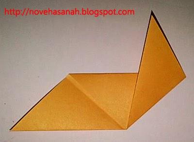 begitu mudahnya origami serigala ini sehingga sangat bagus diberikan pada anak tk atau usia sebaya dengannya