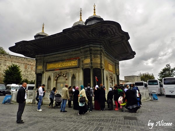 fantana-lui-ahmed-intrare-topkapi-istanbul