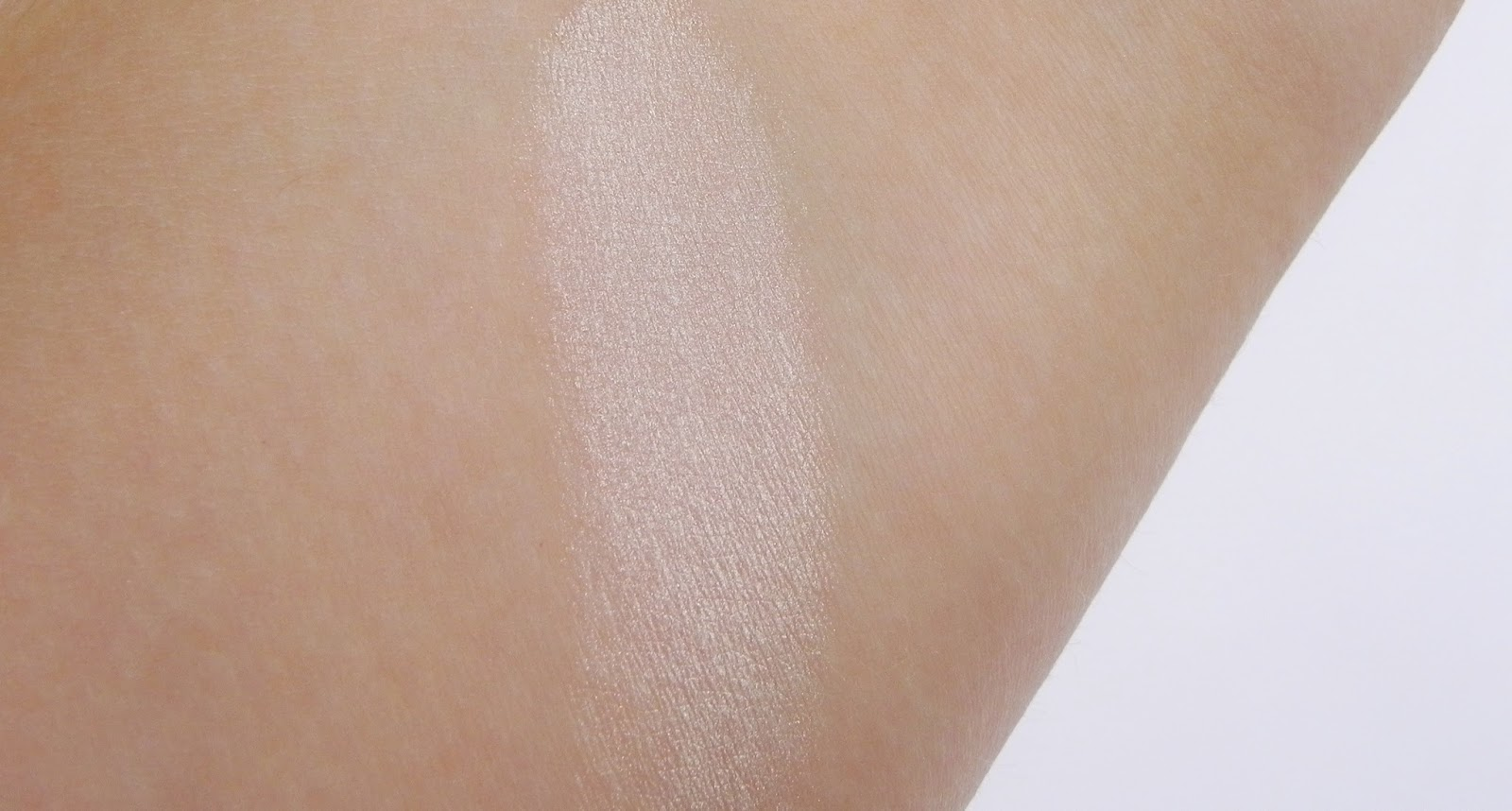 GlacierSpa 'Champagne' Mineral Eye Color Review swatch