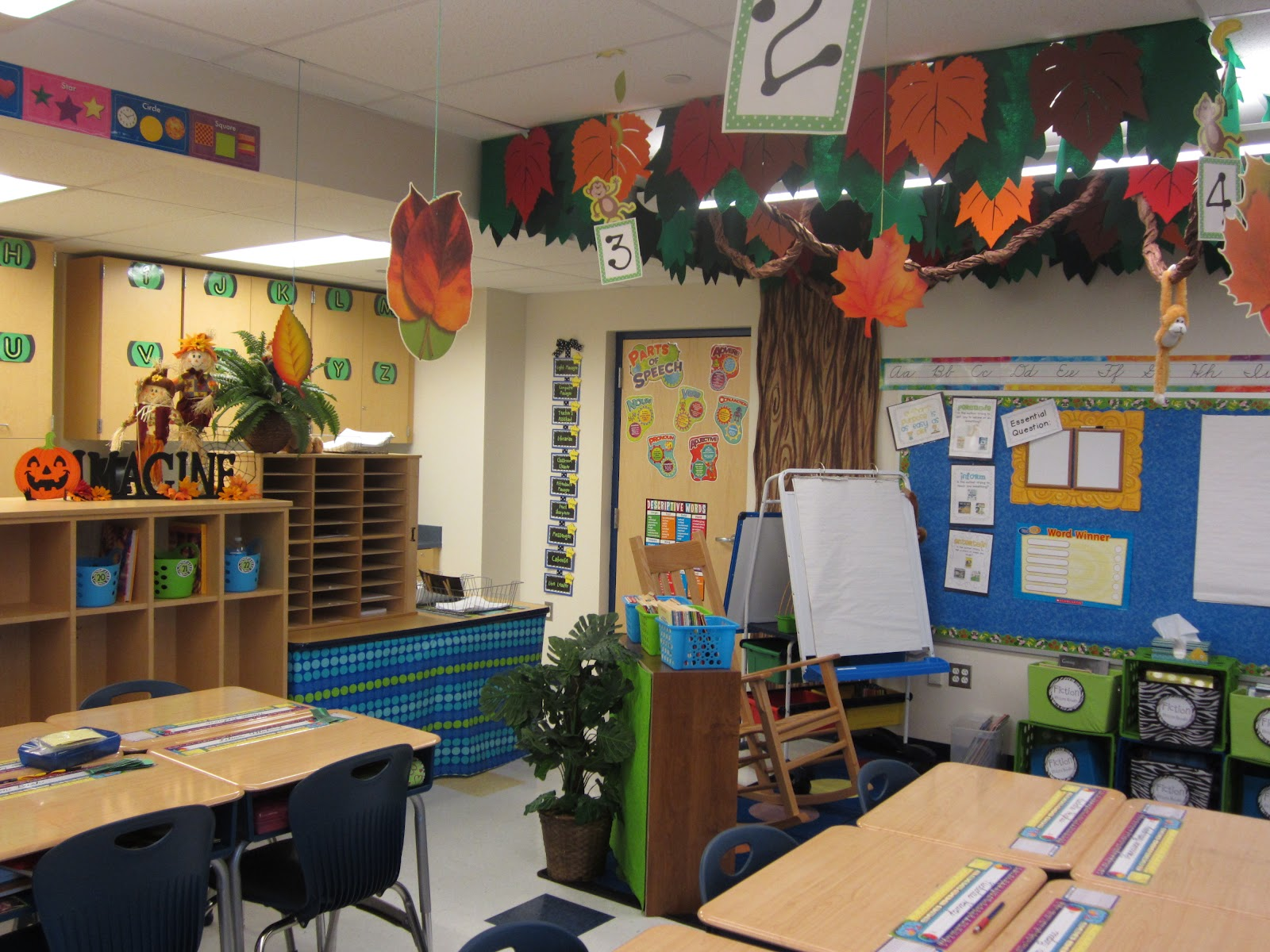 Unique Classroom Decor ~ The creative chalkboard it s fall y all freebies