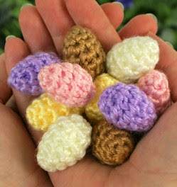 http://www.planetjune.com/blog/free-crochet-patterns/tiny-eggs/