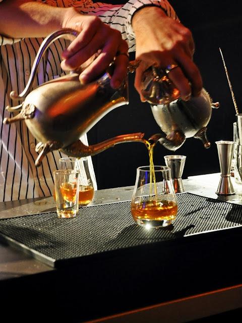 Ron-Zacapa-Cocktail-mit-Teekanne