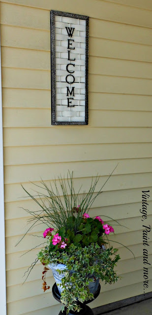 Vintage, Paint and more... DIY welcome sign made from a woven lattice board, chalk paint and metal trim