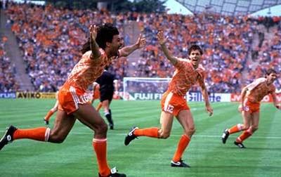 gol kemenangan belanda european championship 1988 ruud gullit netherland rinus michels ronald koeman spektakuler top skor pemain terbaik