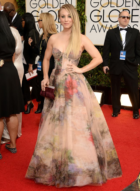 Kaley Cuoco in Rani Zakhem at the Golden Globes