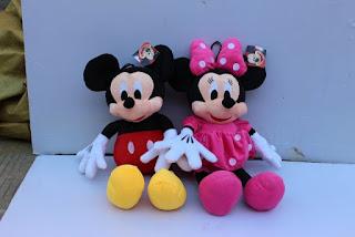 Gambar boneka Mickey dan Minnie Mouse berpasangan 8