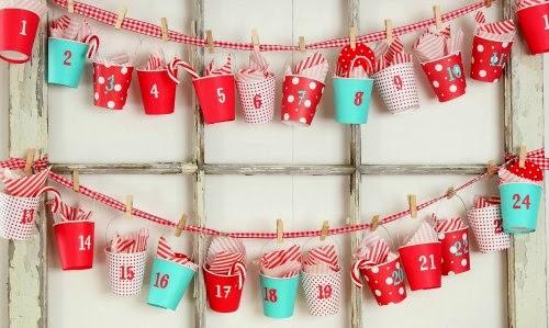 Calendario Adviento de guirnaldas con vasos de papel