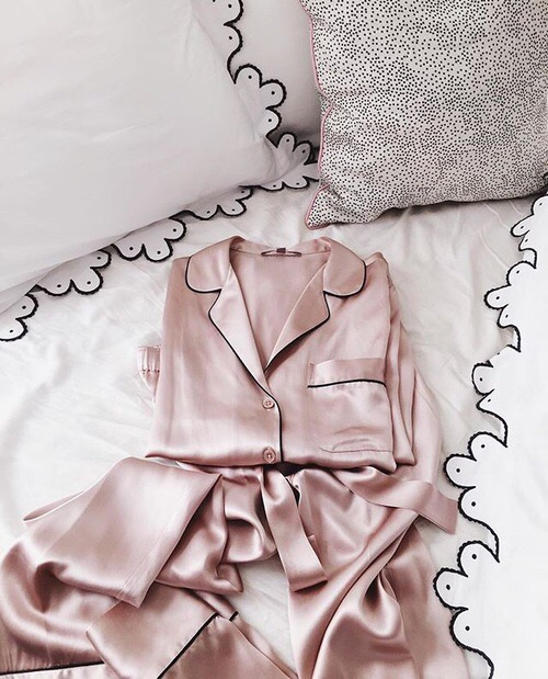 bed-silk-fashion-pink
