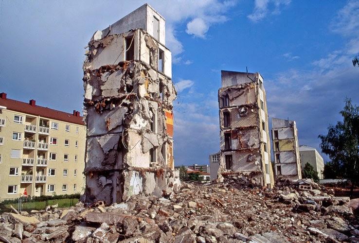 """Kuno Lindenmann, Installation """"Dynamische Statik"""" als Beitrag zu """"Kunst im Abbruch"""", München 1991"""