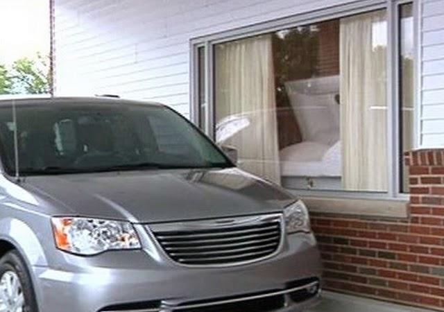"""Critican servicio """"drive-thru"""" para velar muertos en Michigan"""