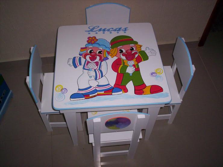 Mesinha com 4 cadeiras Patati e Patata R$ 240,00
