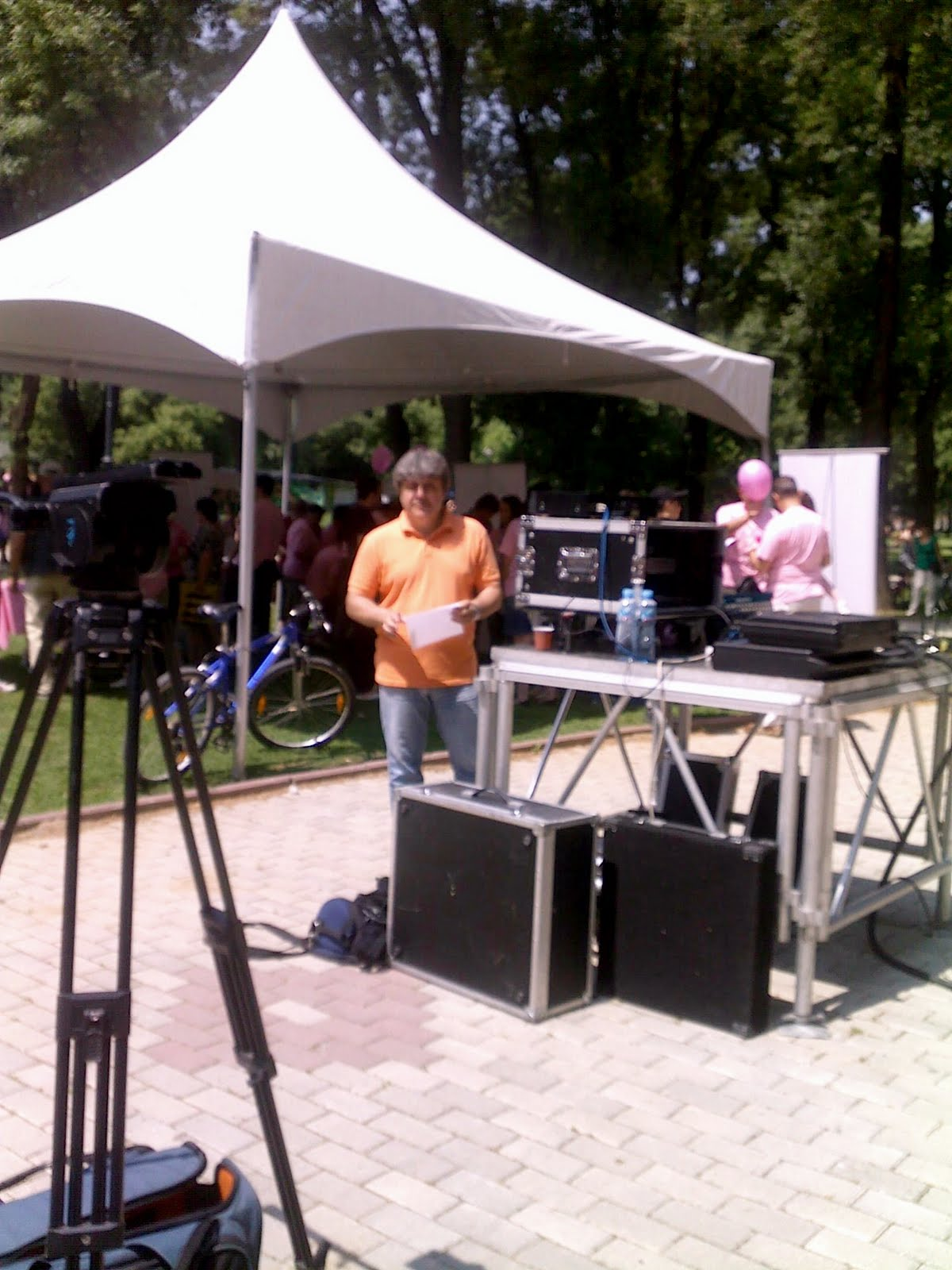 http://1.bp.blogspot.com/-wJlgGWCfhNQ/TeY-PAOlnRI/AAAAAAAAA1c/g-ghXb-AZLE/s1600/Event+Rozovo%252C+City+Park%252C+Skopje%252C+May+2011.jpg