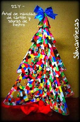 Árbol de navidad de cartón y sobras de fieltro