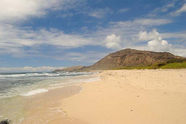 Einsamer Sandstrand auf Hawaii