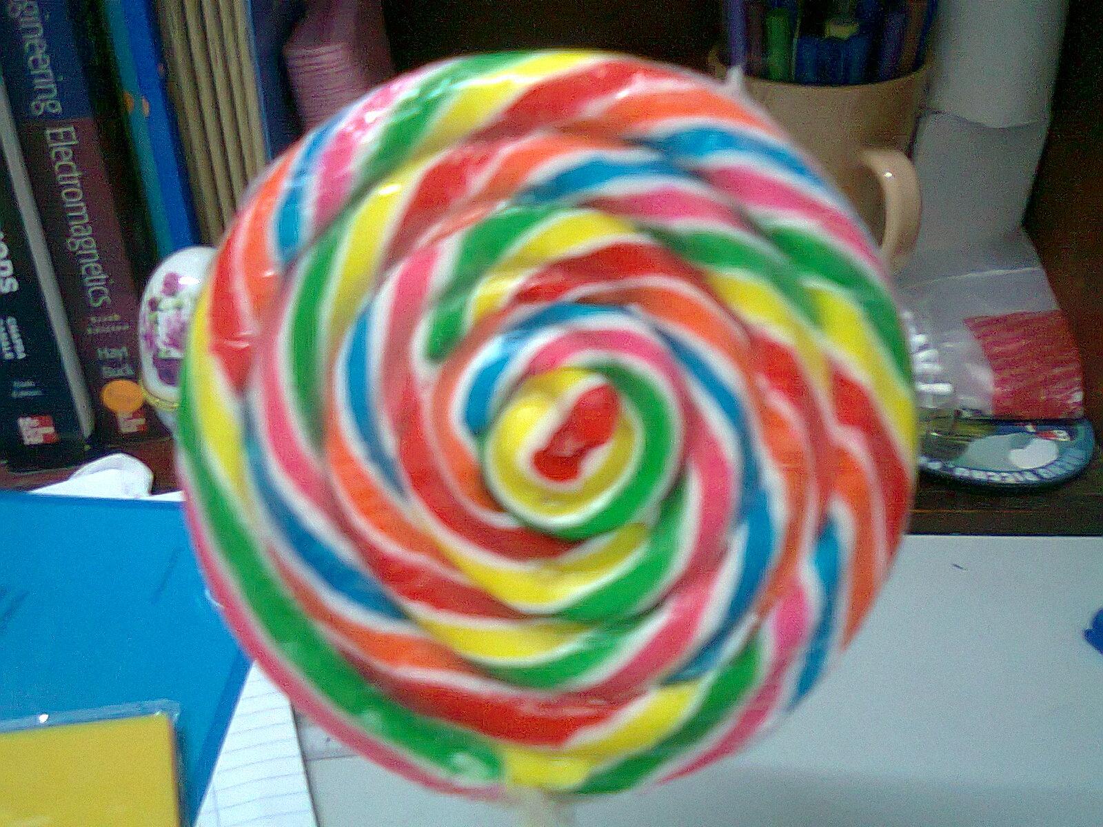 Awak tgk la lollipop ni.mase cuti sem ai tu sy cakap dengan mr.P yg saya  nak lollipop besar kepala.mase tu sy saje2 je.ape2 yg terlintas kat kepala  sy,sume