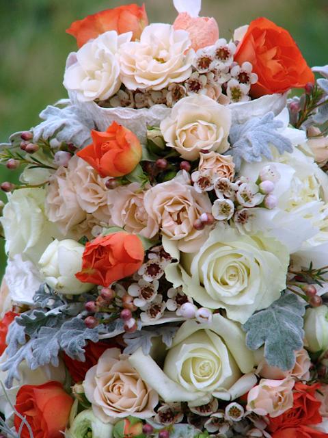 centrotavola con fiori freschi  di maya de roo e alessandra fabre repetto