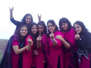 Cute Pakistani College Girls Picture Gellery 1
