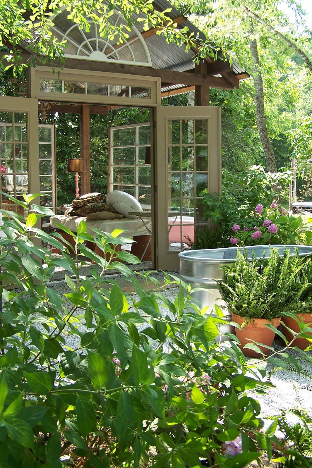 TARA DILLARD Pots Easy Landscape Edging
