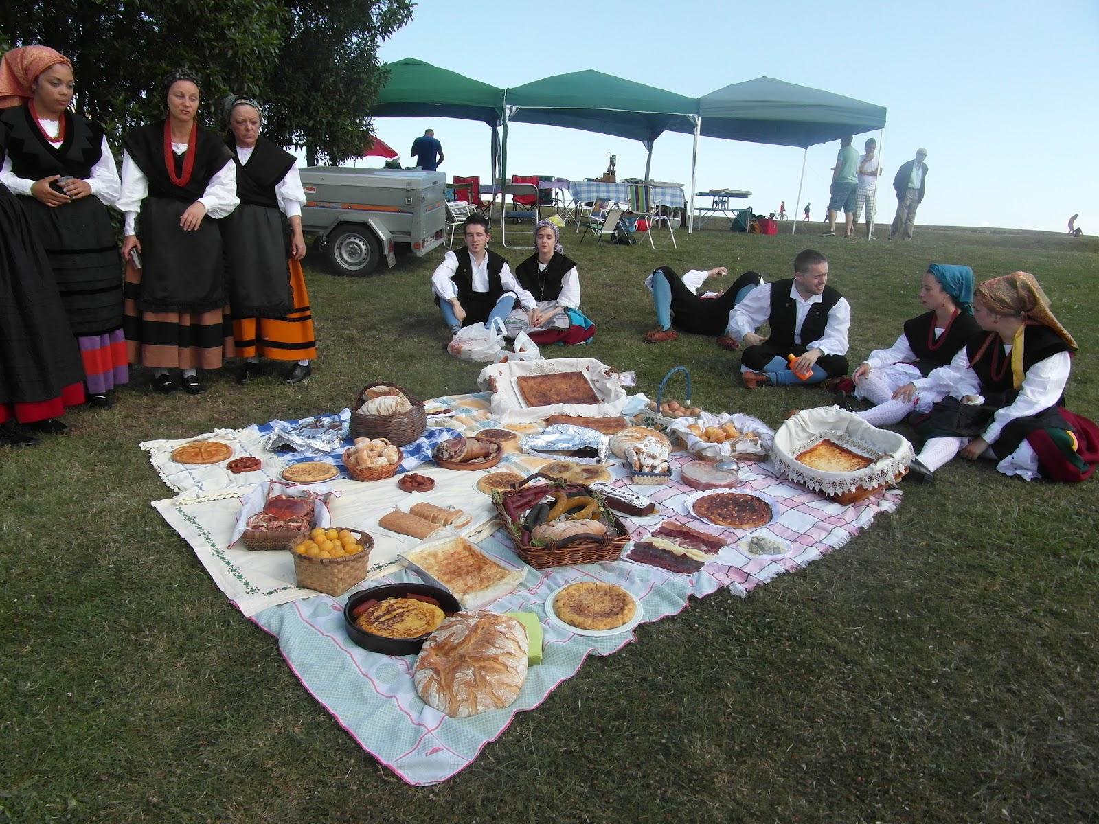 Cultura y folklore espa ol dia de asturias en gijon y for Tanatorio jardines de noega