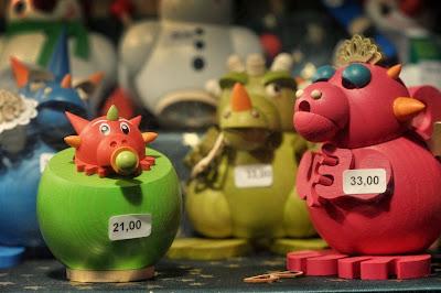 Smok-zabawka z jarmarku bożonarodzeniowego w Dreźnie