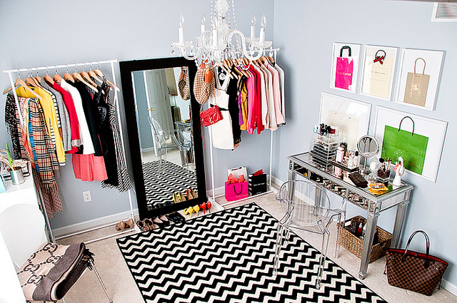 Mix and chic makeover miracle closet turned office and for Dressing room accessories