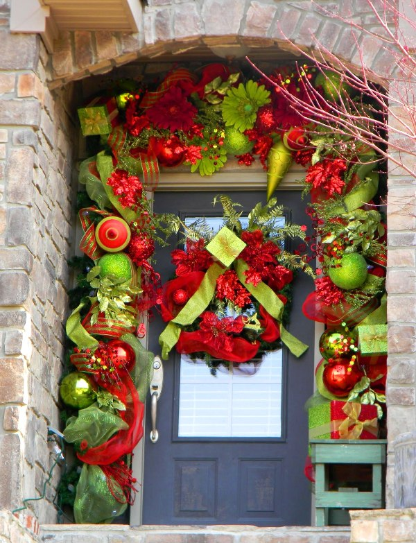 Life and love front door holiday decor for Front door decor