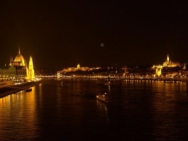 Widok na Budapeszt nocą