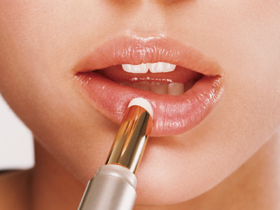 Moisturizing Lips Before Applying Lipstick