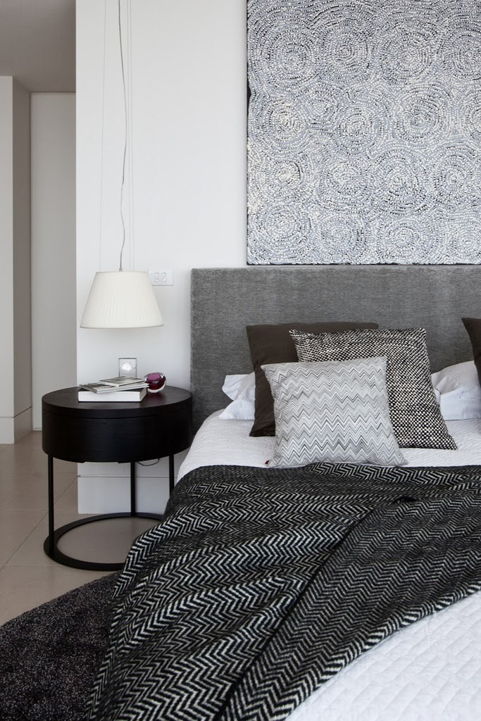 11 gorgeous grey beds for a warm and cozy bedroom the for Black and grey bedroom designs