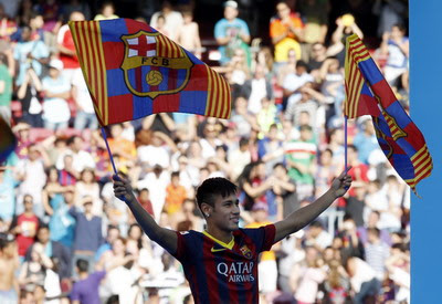 Neymar saat diperkenalkan sebagai pemain Barca