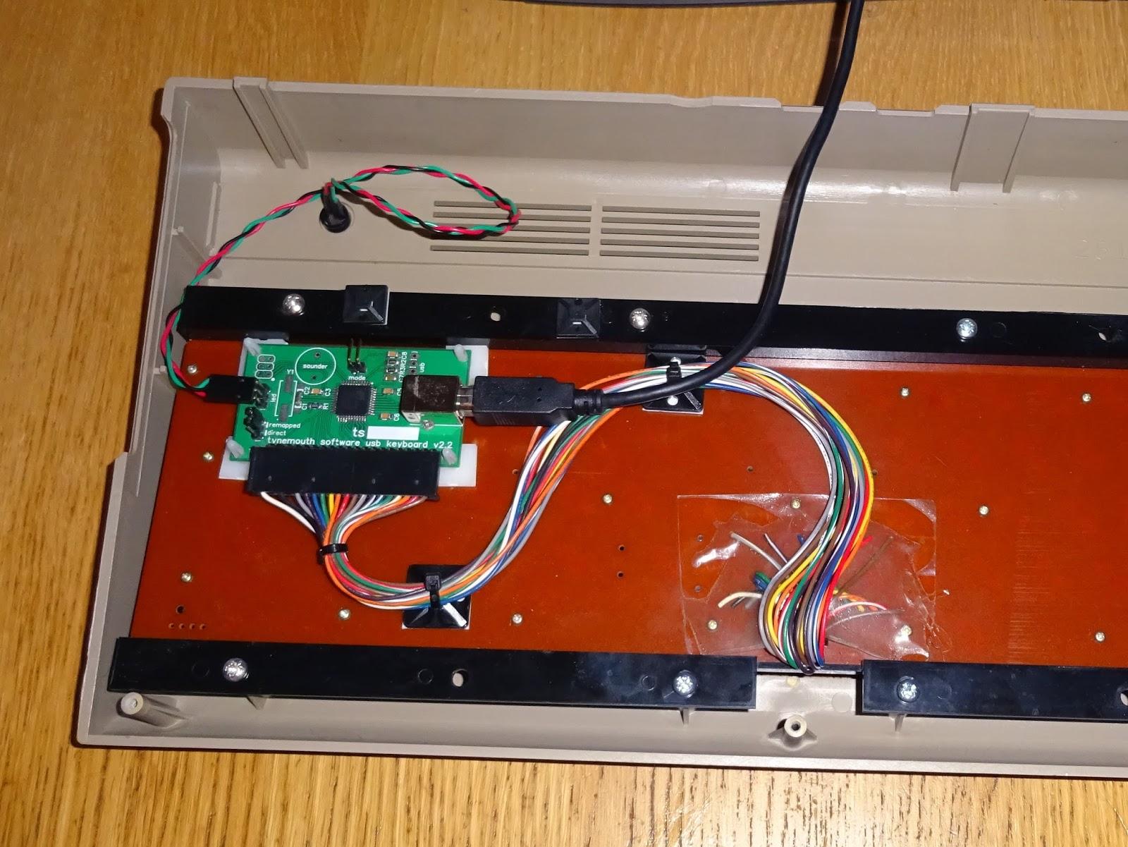 USB%2Bkeyboard%2Bcontroller%2Bon%2Bback%