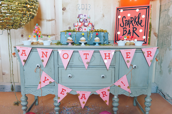 Cómoda decorada al estilo vintage muy colorido para una boda