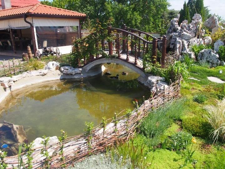 Мостче градина с декоративни скалички 2