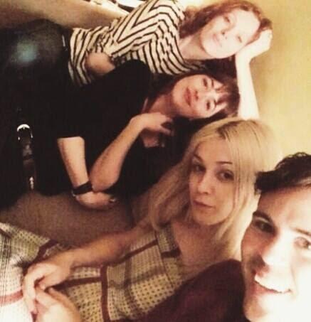 Nueva foto personal de Dakota Johnson son sus amigos
