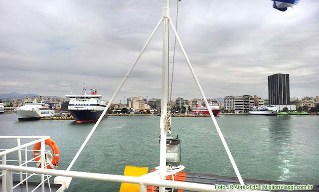 Piraeus, Porto de Atenas visto do Ferryboat que leva à ilha de Aegina