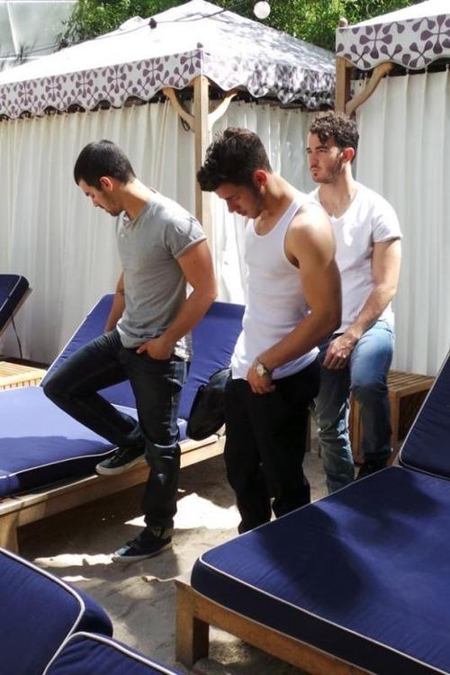 VJBrendan.com: Yes Please Jonas Brothers