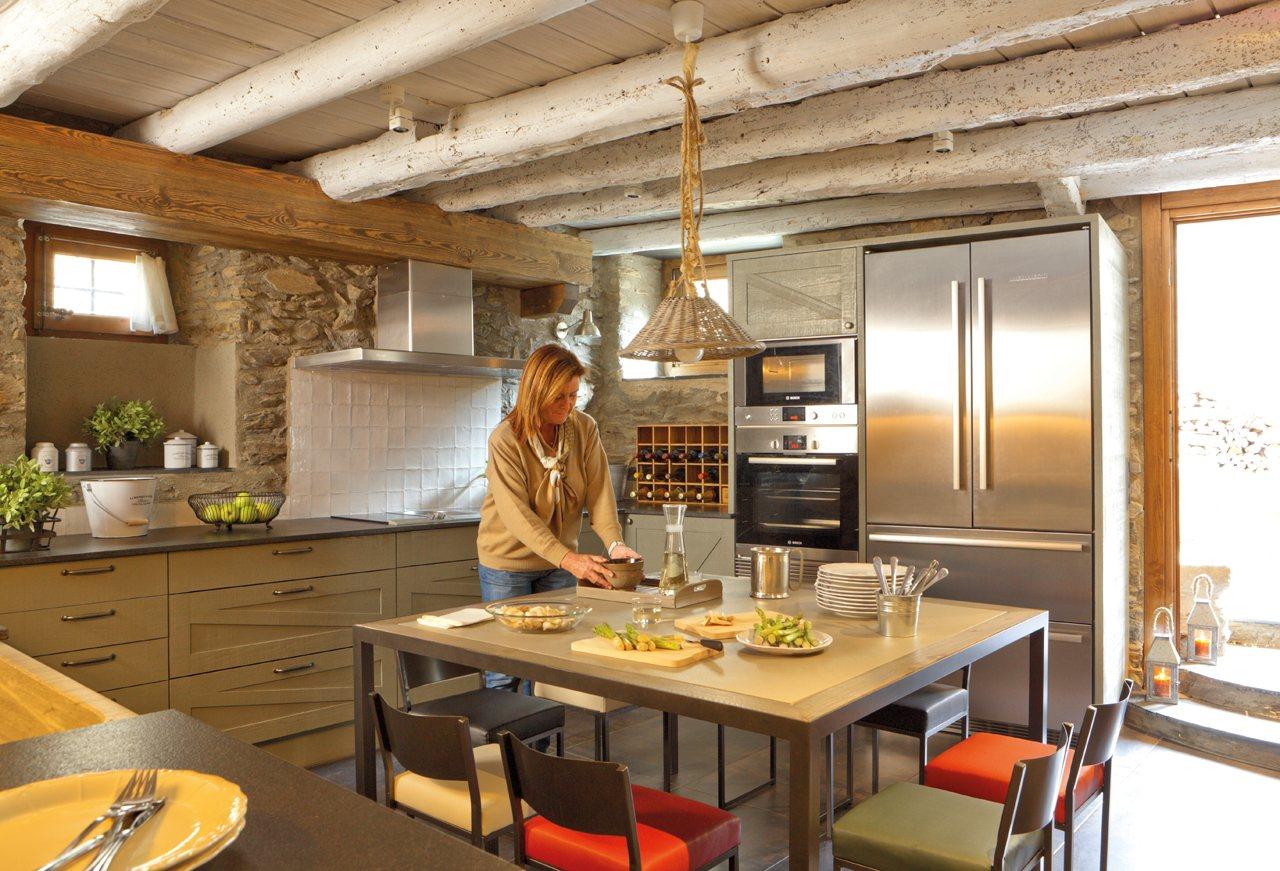 de granito bruto nos levam à cozinha o espaço mais rústico da  #BF840C 1280 871