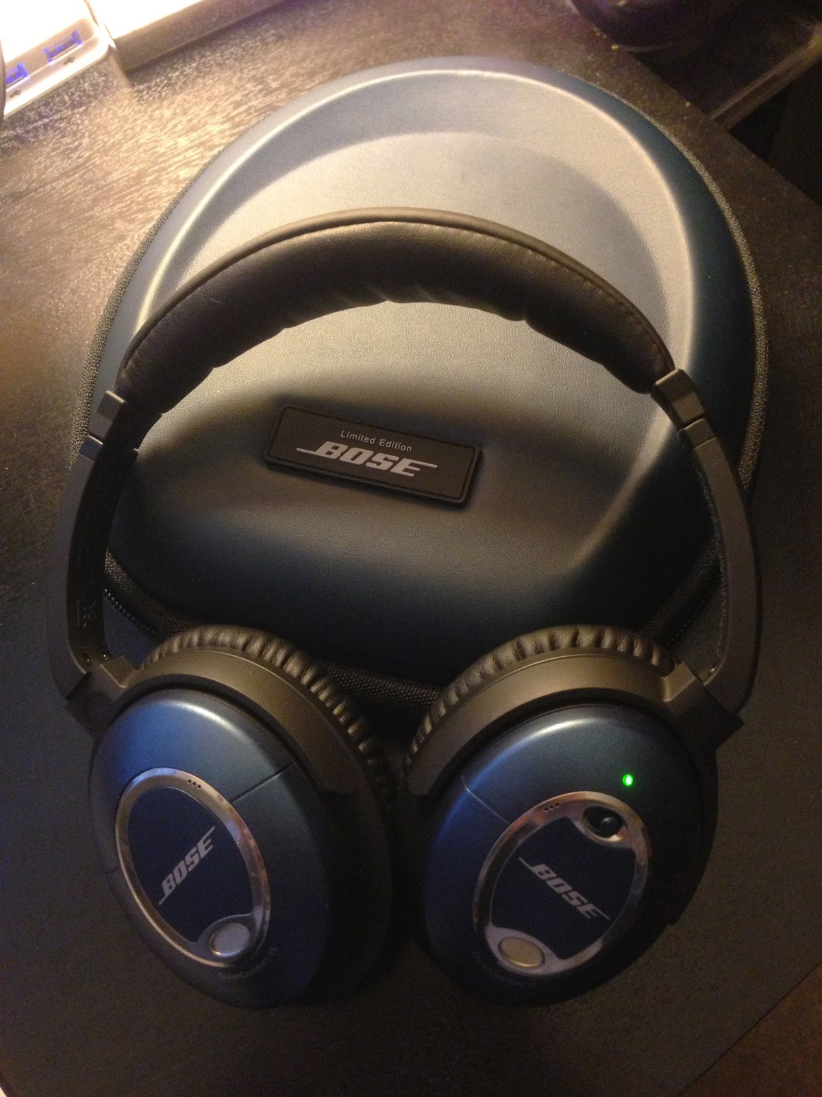 bose noise cancelling headphones case. the limited edition has a blue leather case. bose noise cancelling headphones case r