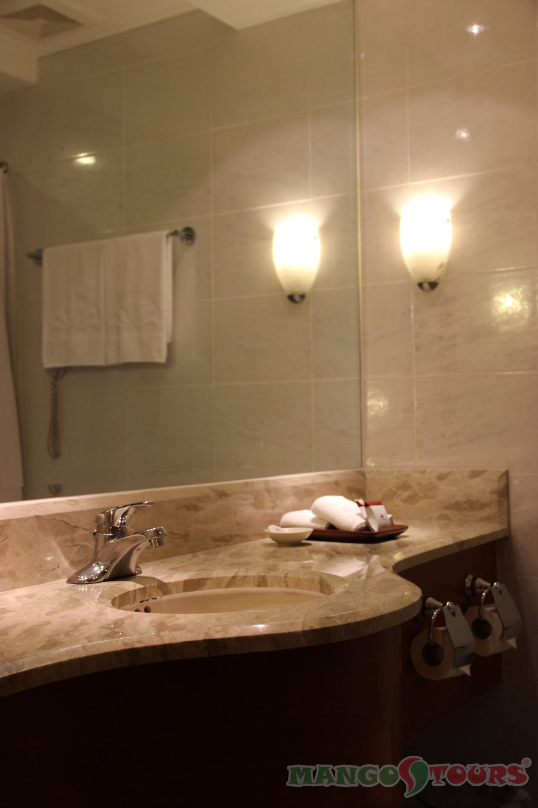 City Garden Hotel Makati room's bathroom