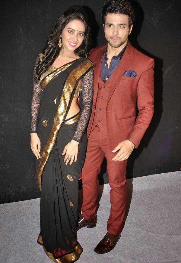 Rithvik Dhanjani and Asha Negi At The Star Parivaar Awards 2014