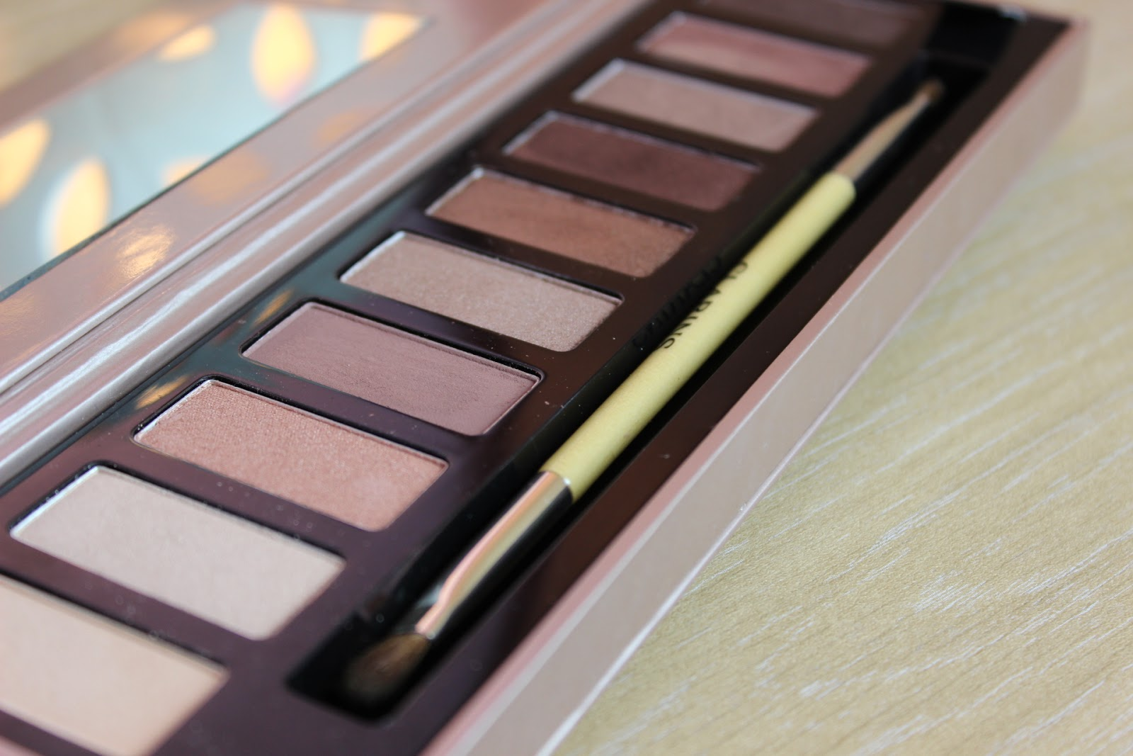 close up look of clarins essentials palette