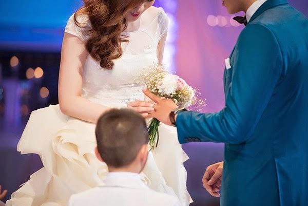 Á hậu Tú Anh bất ngờ kết hôn