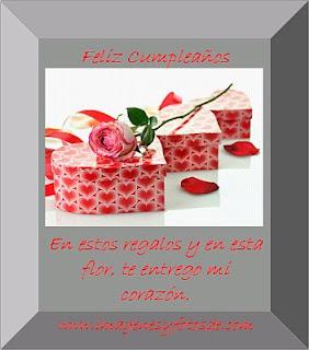 Tarjeta de Cumpleaños Romantica con Regalos y Rosa