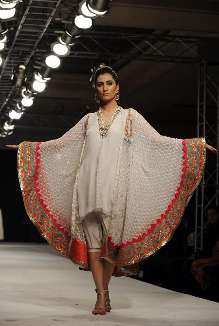 Pics  Pakistani Models at Islamabad Fashion Week gallery pictures