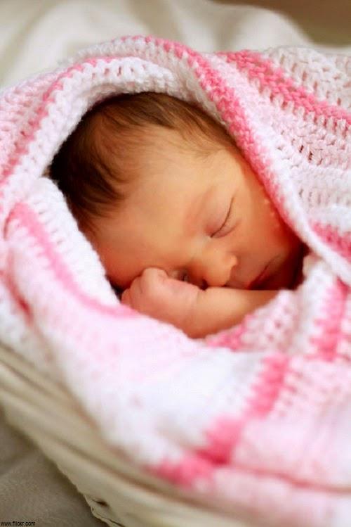 Photo bébé fille nouveau née mignonne