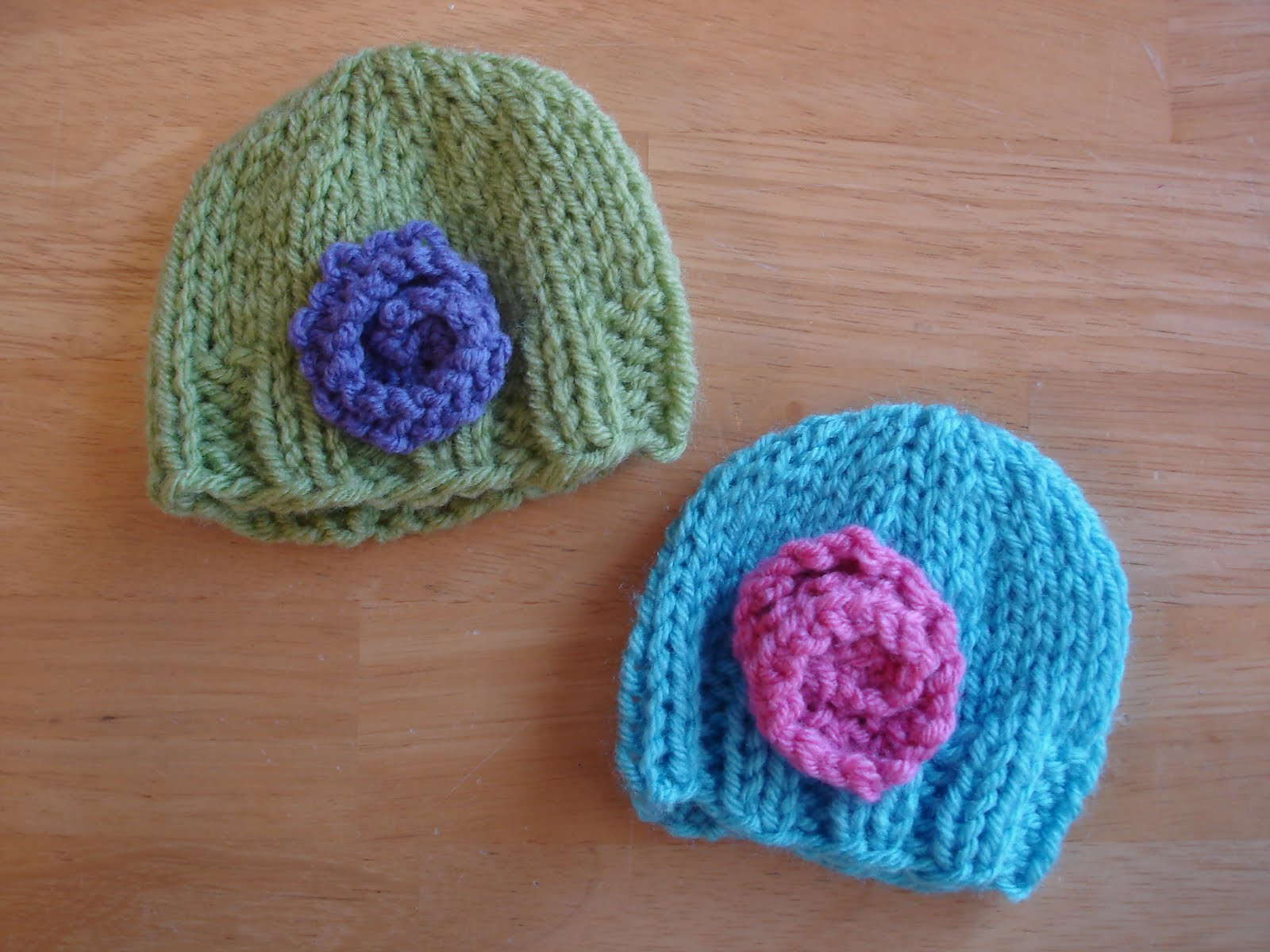 Knitted Baby Beanies Free Patterns : Fiber Flux: Free Knitting Pattern...Baby Doll Hats!