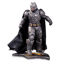 ORDER THE 'BATMAN V SUPERMAN: DAWN OF JUSTICE' - ARMORED BATMAN STATUE