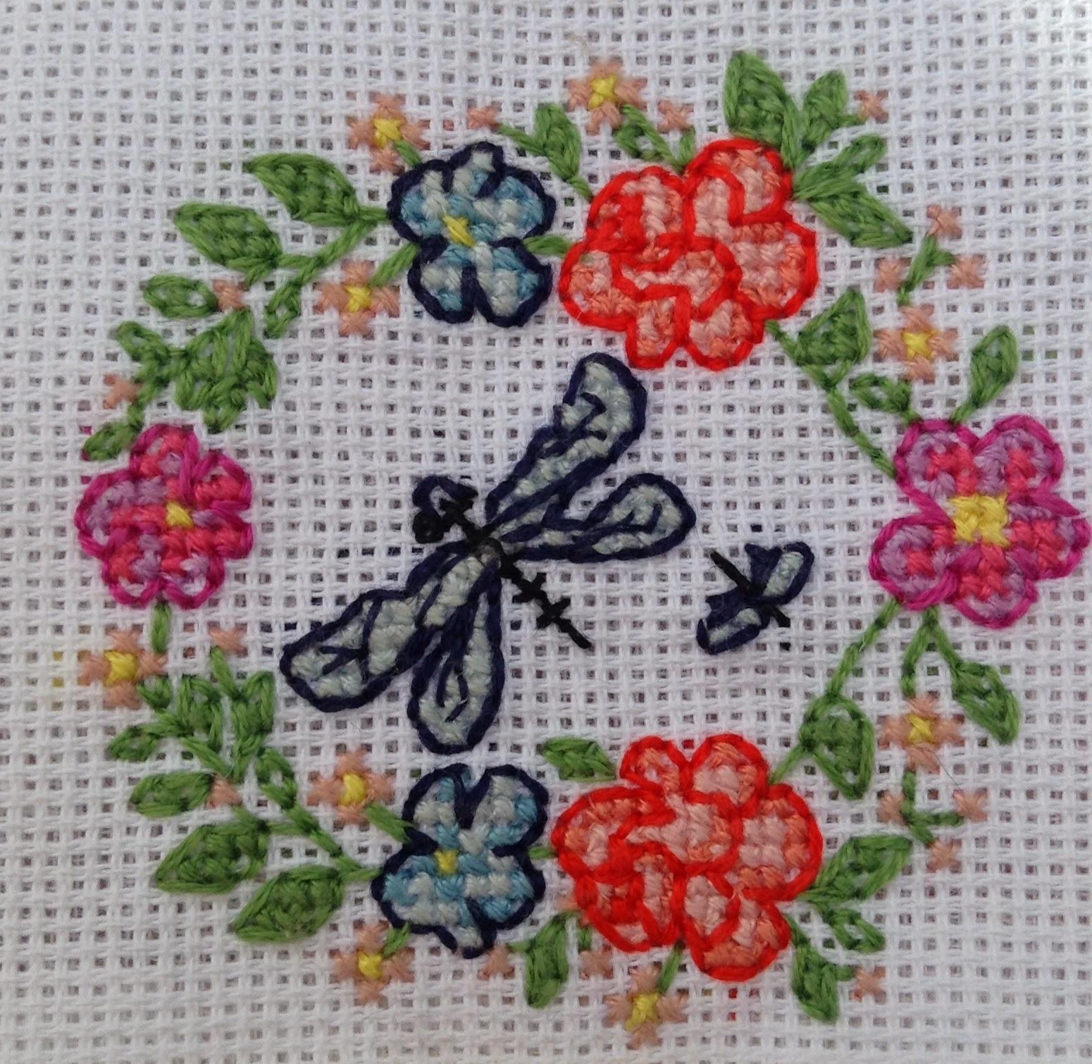 broderie point de croix libellule fleurs