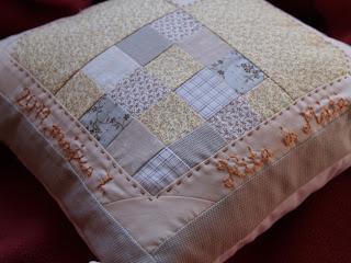 Szív blokkos patchwork párna esküvőre
