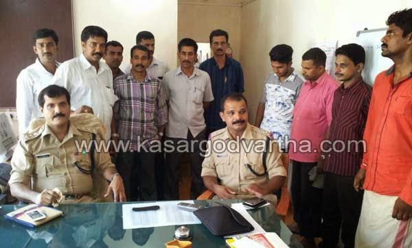 Robbery, Police, Arrest, Kasaragod, Kerala, Accused, House Robbery, 5 member Robbers' gang busted, Theft.